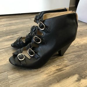 Shoes - Black buckle heels